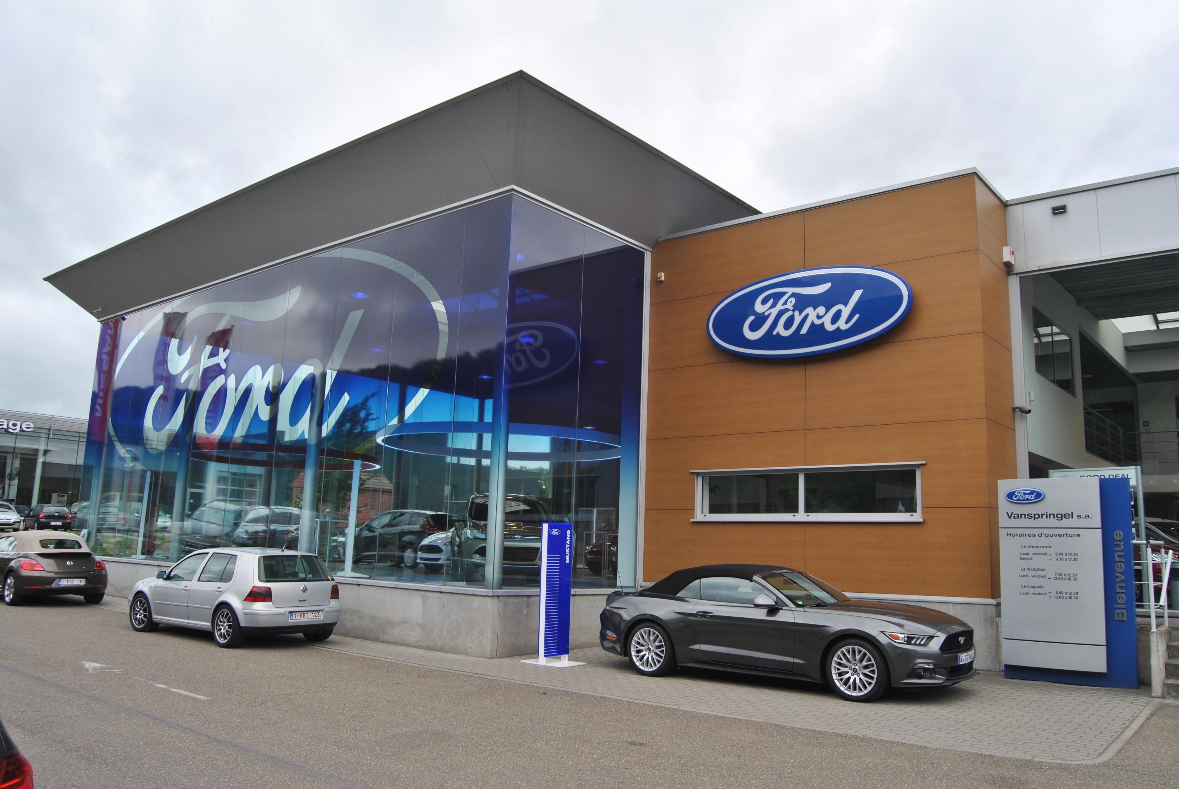 D couvrez le premier ford store de belgique link2fleet for Garage ford rivesaltes