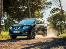 Nissan-XTrail-forest