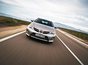 Toyota-Auris-2015-frontal action